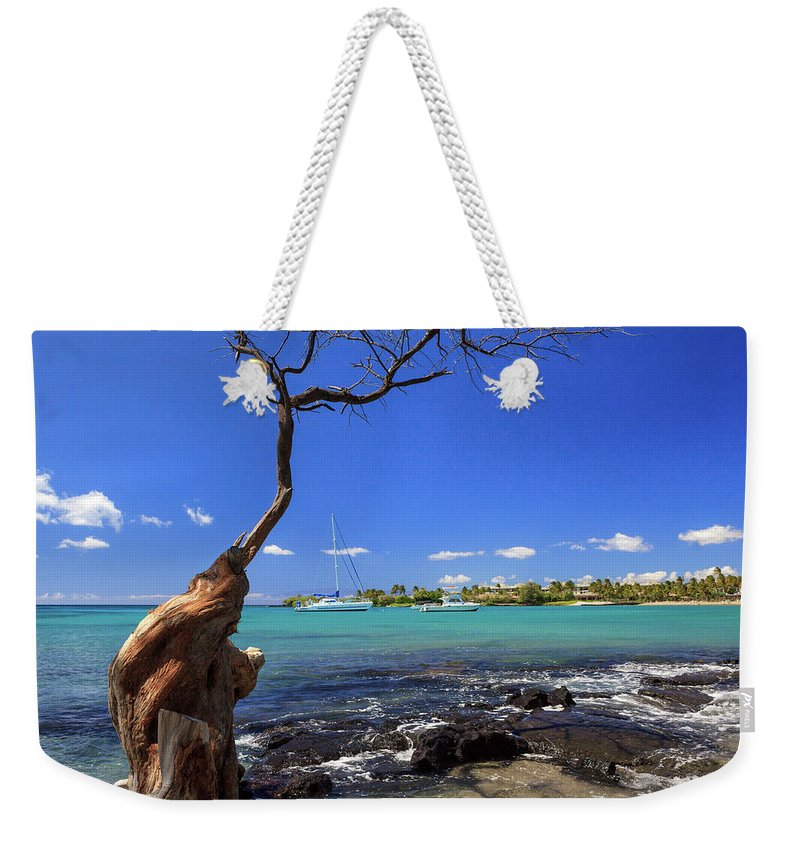 Anaehoomalu Bay Weekender Tote Bag featuring the photograph Boats At Anaehoomalu Bay by James Eddy