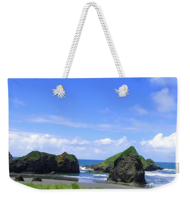 Seascape Weekender Tote Bag featuring the photograph Boulders In Oregon by Charleen Treasures