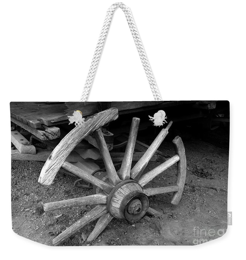 Wagon Wheel Weekender Tote Bag featuring the photograph Broken Wheel by David Lee Thompson