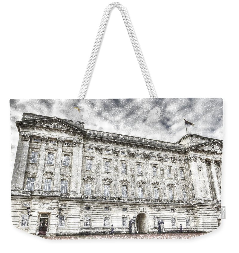 Buckingham Palace Weekender Tote Bag featuring the photograph Buckingham Palace London Snow by David Pyatt