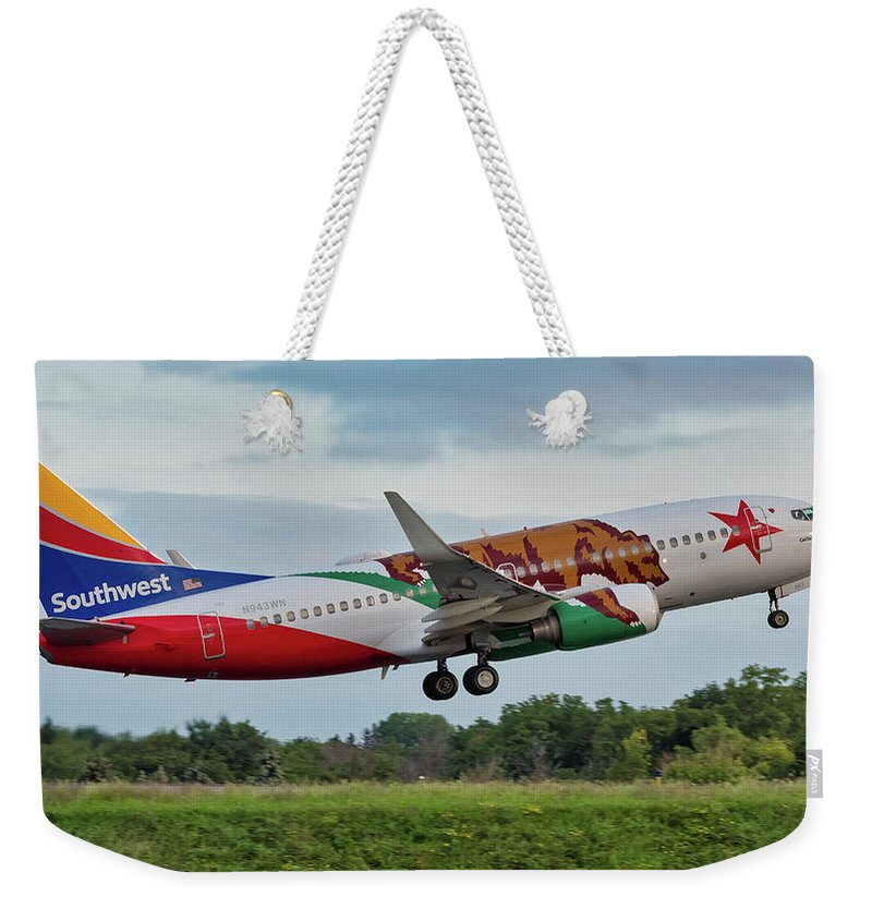 737 Weekender Tote Bag featuring the photograph California One by Guy Whiteley