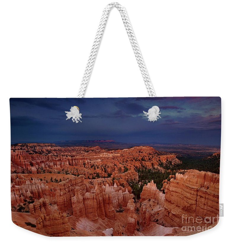 North America Weekender Tote Bag featuring the photograph Clearing Storm Over The Hoodoos Bryce Canyon National Park by Dave Welling