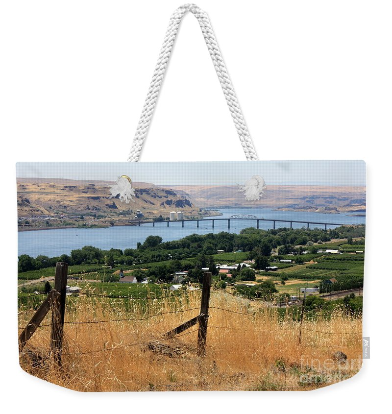 River Weekender Tote Bag featuring the photograph Columbia River - Biggs And Maryhill State Park by Carol Groenen