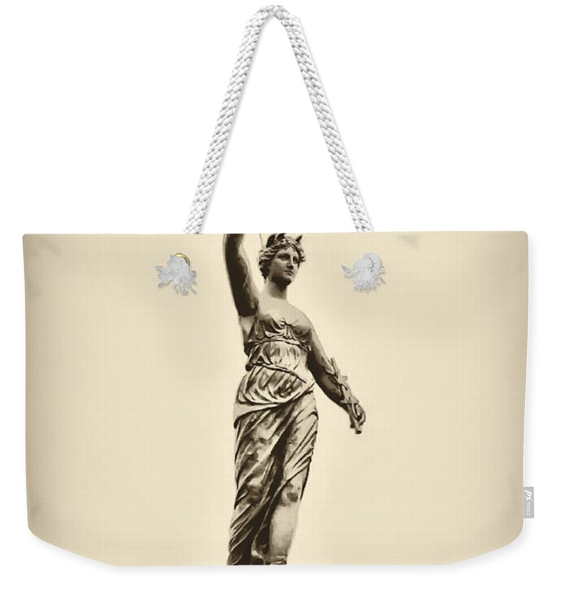 Philadelphia Weekender Tote Bag featuring the photograph Columbia Statue Atop Memorial Hall by Bill Cannon