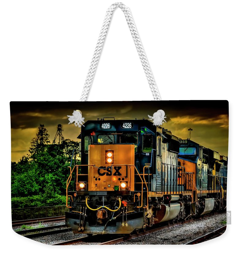 Csx Weekender Tote Bag featuring the photograph Csx 4226 by Marvin Spates
