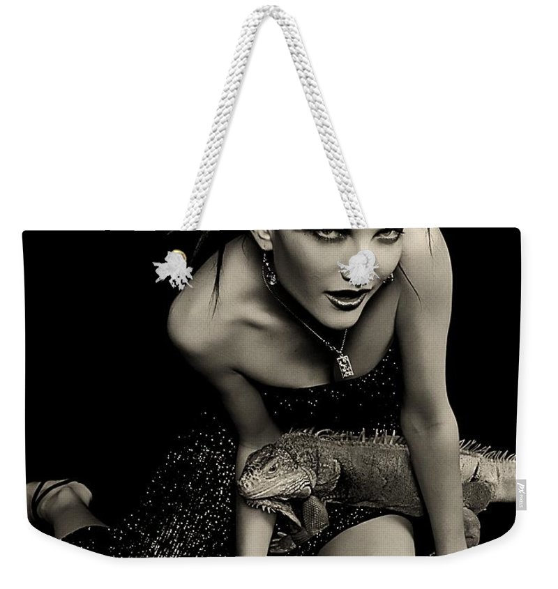 Clay Weekender Tote Bag featuring the photograph Defensive Posture by Clayton Bruster