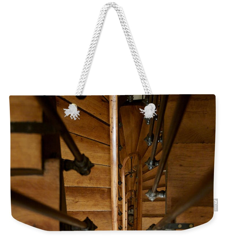 Lawrence Weekender Tote Bag featuring the photograph Descendre by Lawrence Boothby