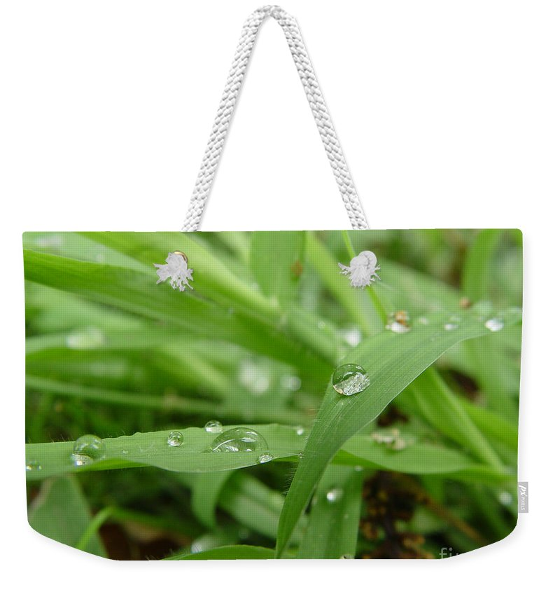 Water Droplet Weekender Tote Bag featuring the photograph Droplets 02 by Peter Piatt