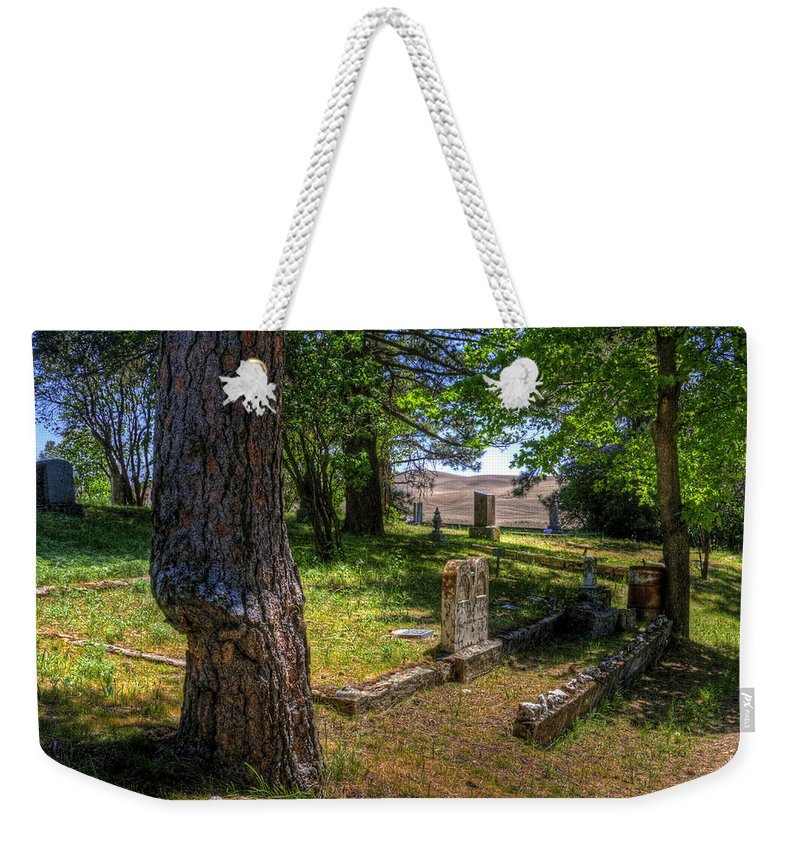Palouse Weekender Tote Bag featuring the photograph Eden Valley Cemetery by Lee Santa
