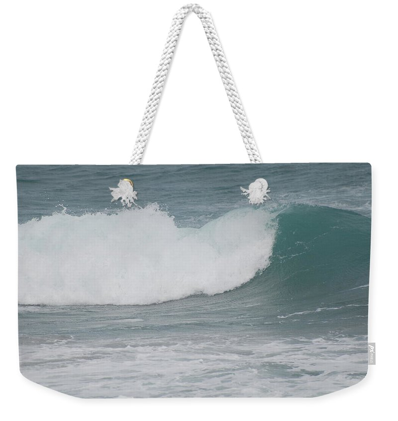 Green Weekender Tote Bag featuring the photograph Fin Wave by Rob Hans