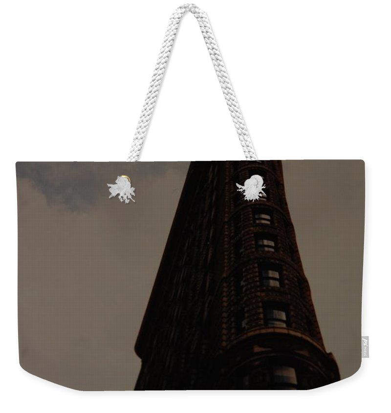 Flat Iron Building Weekender Tote Bag featuring the photograph Flat Iron Building by Rob Hans