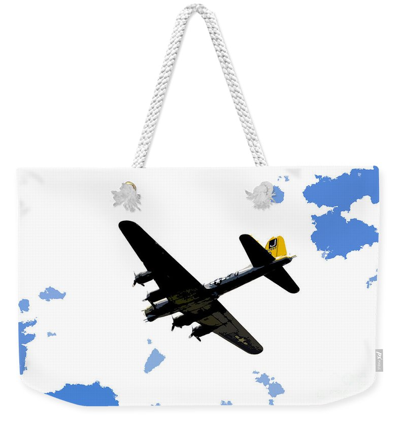 B 17 Weekender Tote Bag featuring the photograph Flying For Home by David Lee Thompson