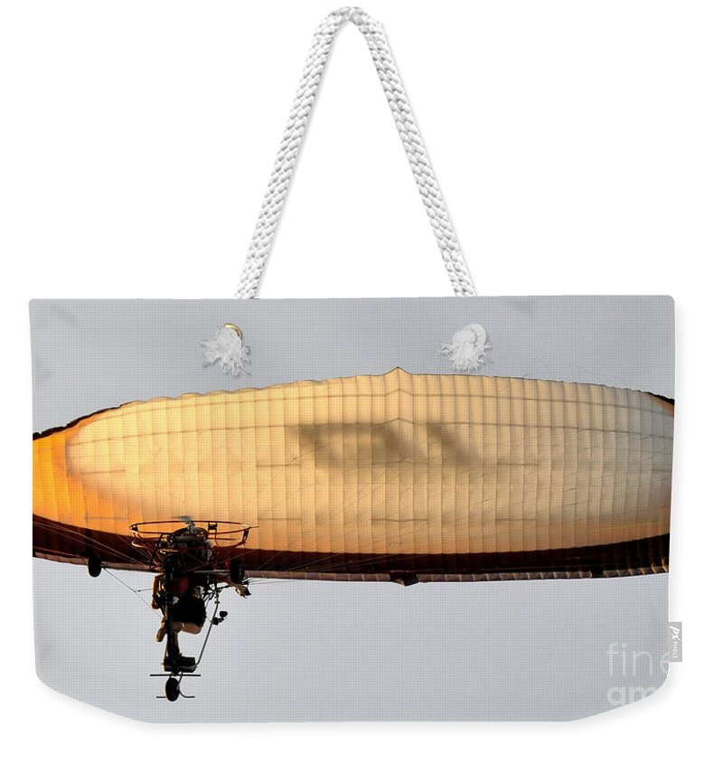 Flying Weekender Tote Bag featuring the photograph Flying Free by David Lee Thompson