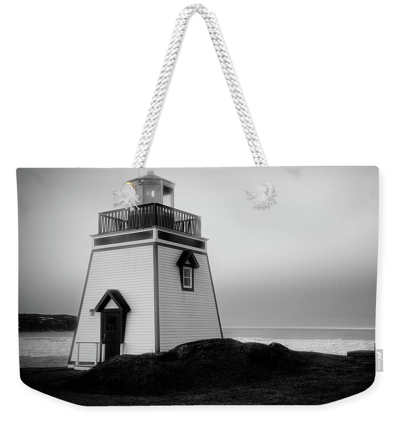 Canada Weekender Tote Bag featuring the photograph Fox Point Lighthouse by Linda Cullivan