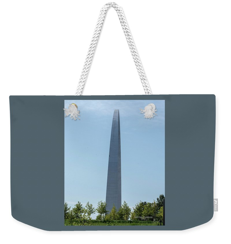St. Louis Weekender Tote Bag featuring the photograph Gateway Arch In The Clouds by David Taylor