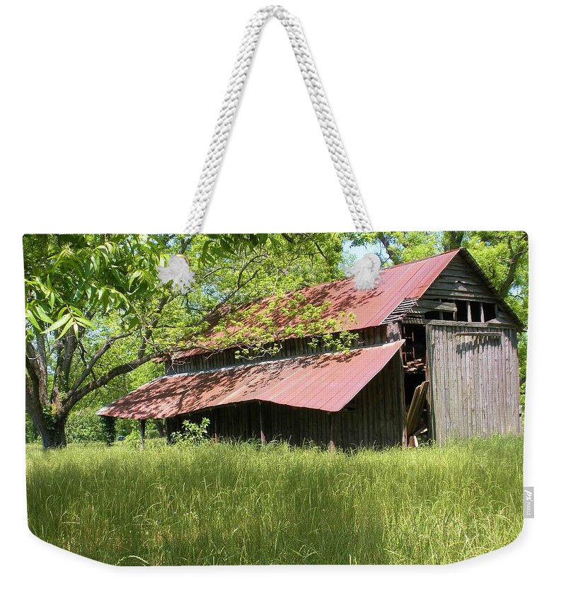 Barn Weekender Tote Bag featuring the photograph Georgia Barn by Nelson Strong