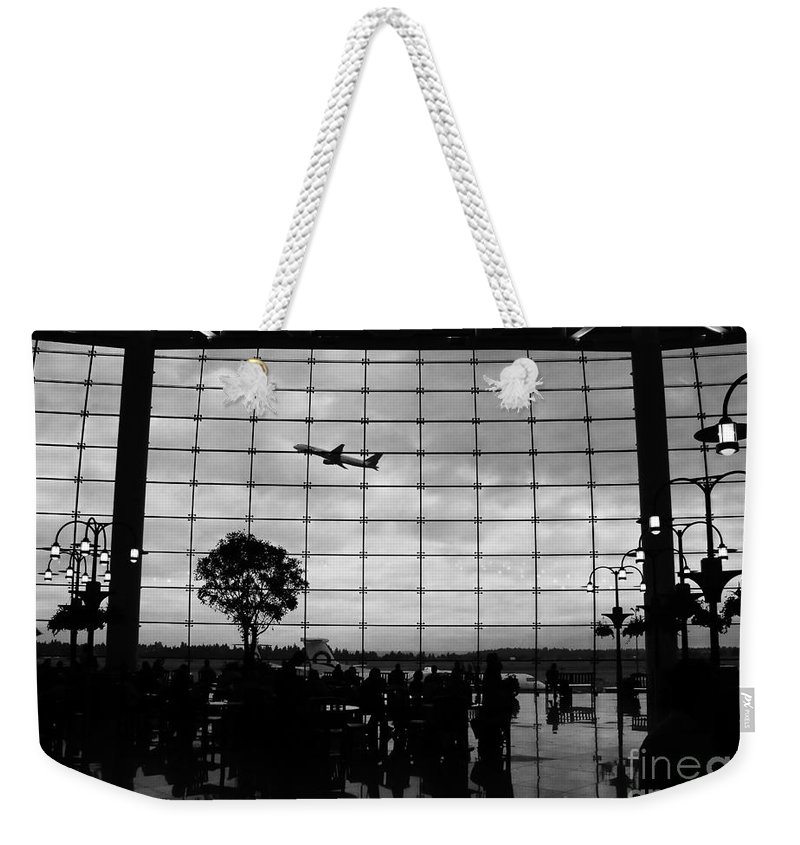 Flying Weekender Tote Bag featuring the photograph Going Home by David Lee Thompson