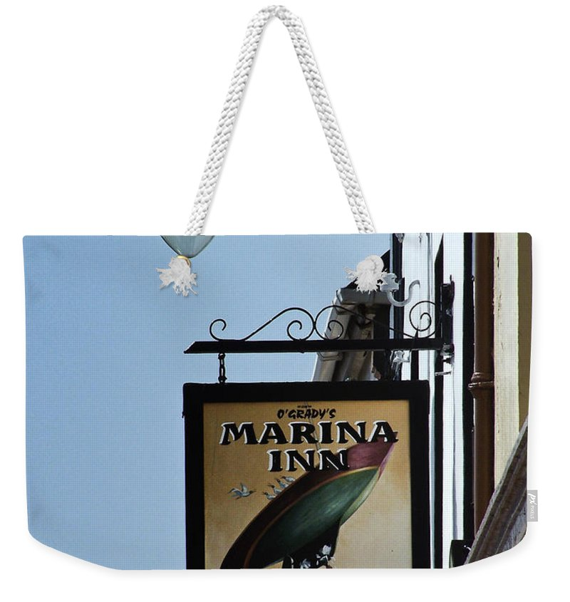 Irish Weekender Tote Bag featuring the photograph Guinness For Strength Dingle Ireland by Teresa Mucha
