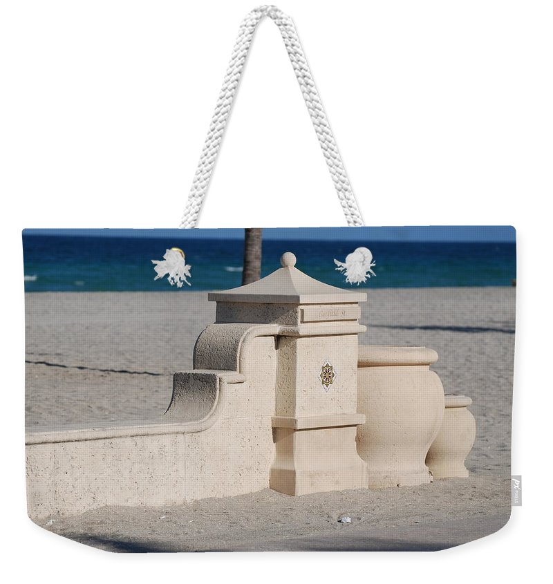 Beach Weekender Tote Bag featuring the photograph Hollywood Beach by Rob Hans
