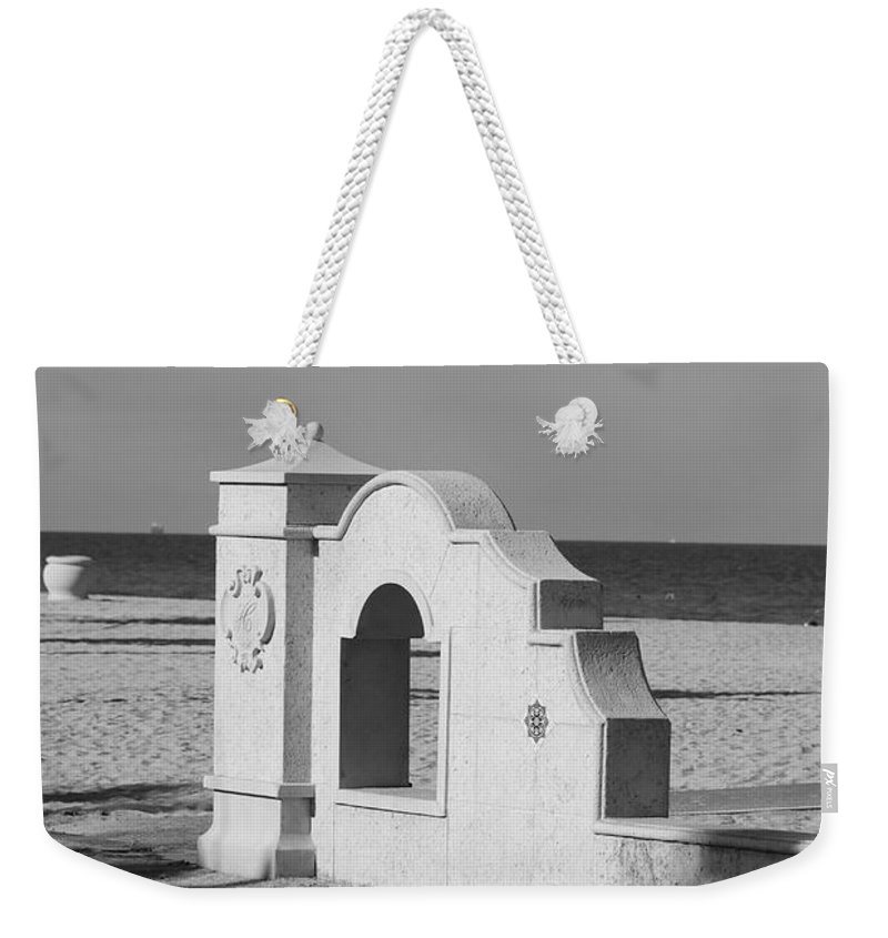 Black And White Weekender Tote Bag featuring the photograph Hollywood Beach Wall by Rob Hans