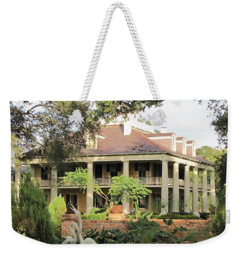 Plantation Homes Weekender Tote Bag featuring the photograph Houma Plantation by Michelle Powell