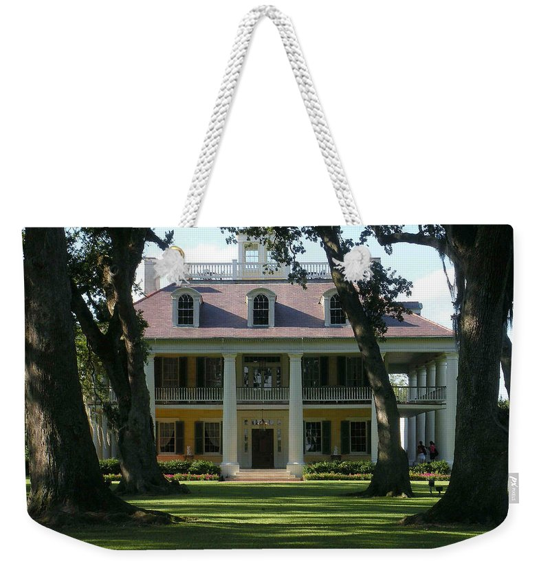 Houmas Weekender Tote Bag featuring the photograph Houmas House Plantation by Nelson Strong