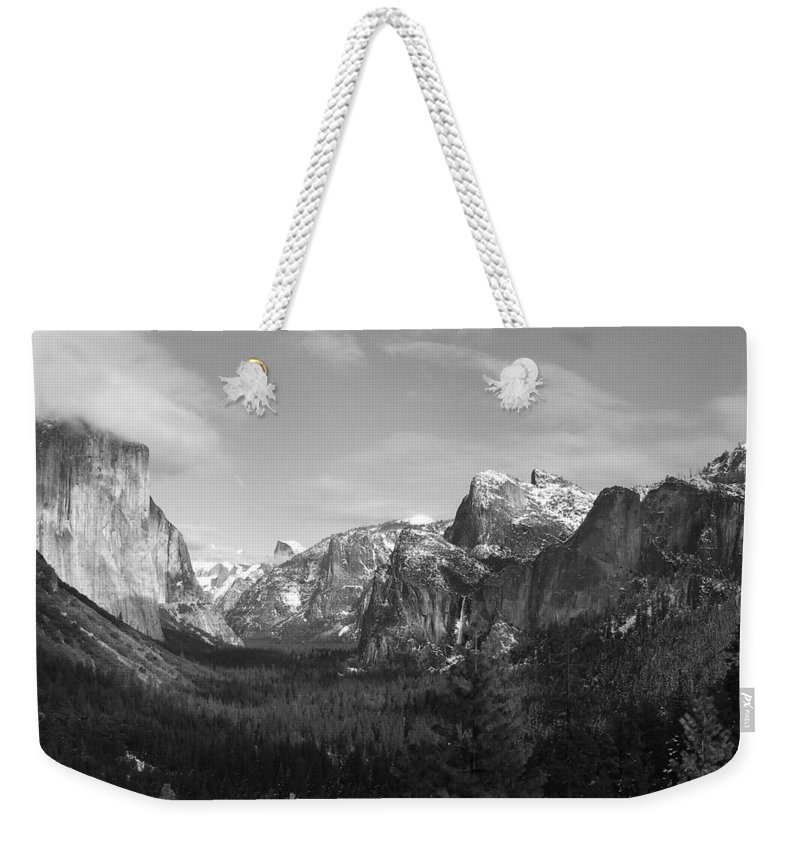 Yosemite Weekender Tote Bag featuring the photograph Inspiration Point by Travis Day