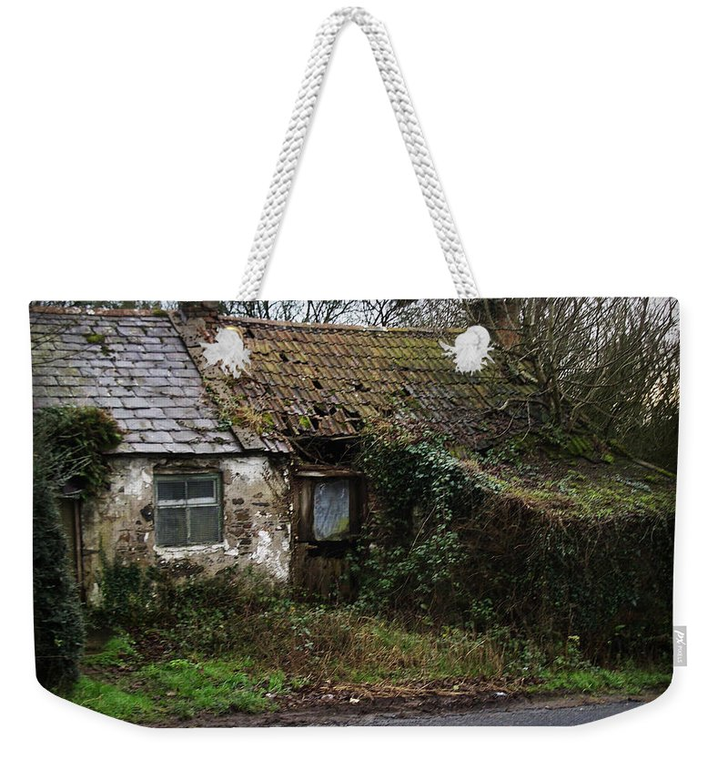 Hovel Weekender Tote Bag featuring the photograph Irish Hovel by Tim Nyberg