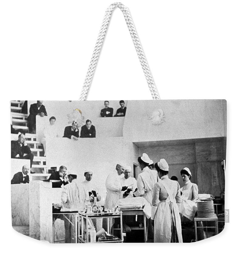 Medical Weekender Tote Bag featuring the photograph John Hopkins Operating Theater, 19031904 by Science Source