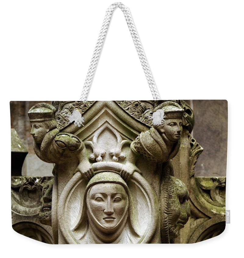 Travel Weekender Tote Bag featuring the photograph Linlithgow Courtyard Fountain by Richard Thomas