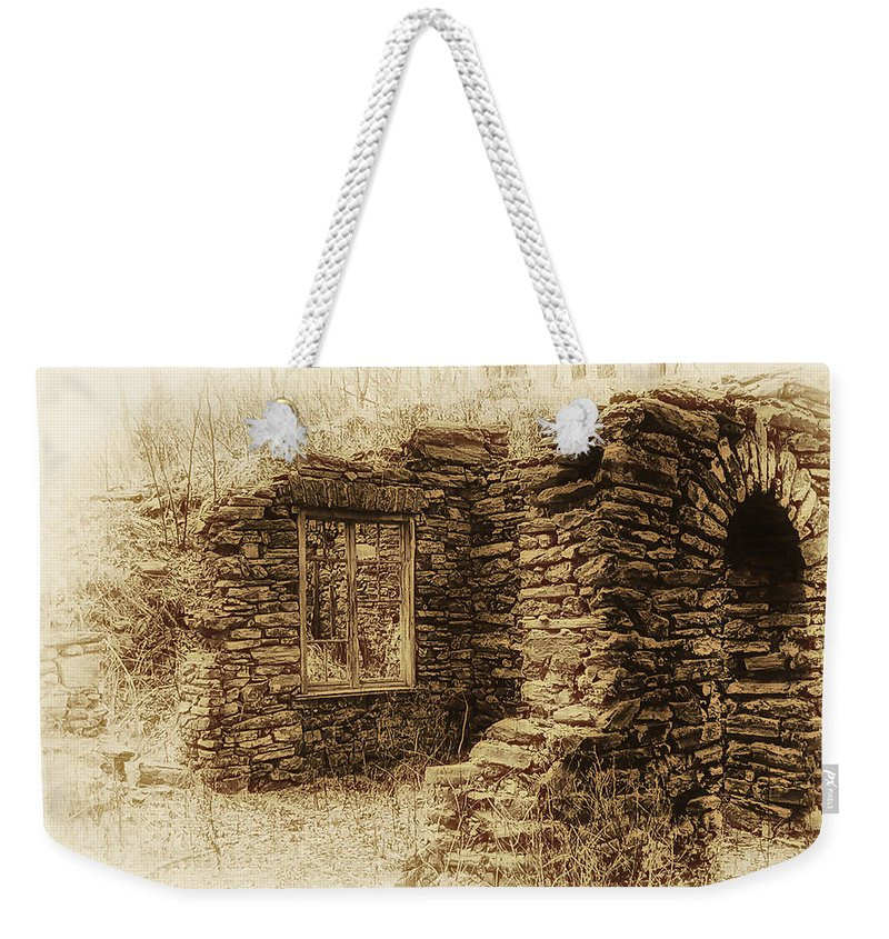 Old House Weekender Tote Bag featuring the photograph Living In The Past by Bill Cannon