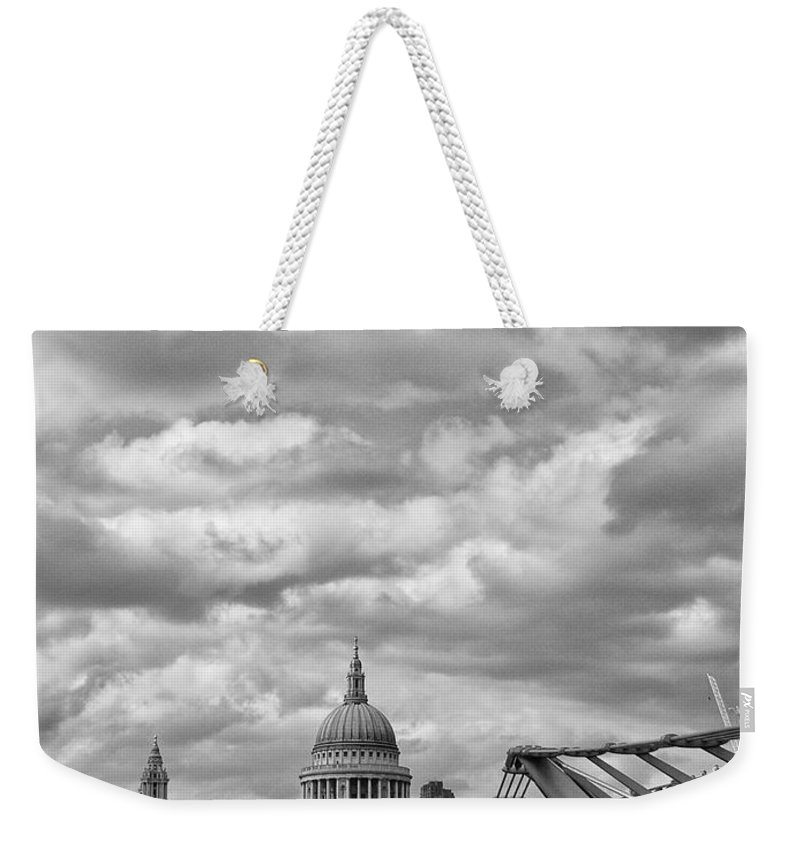London Weekender Tote Bag featuring the photograph London - St. Pauls Cathedrale by Thomas Richter