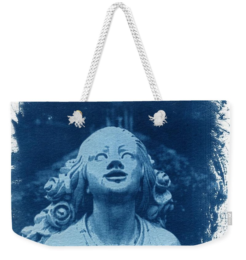 Head Weekender Tote Bag featuring the photograph Looking Up by Jane Linders