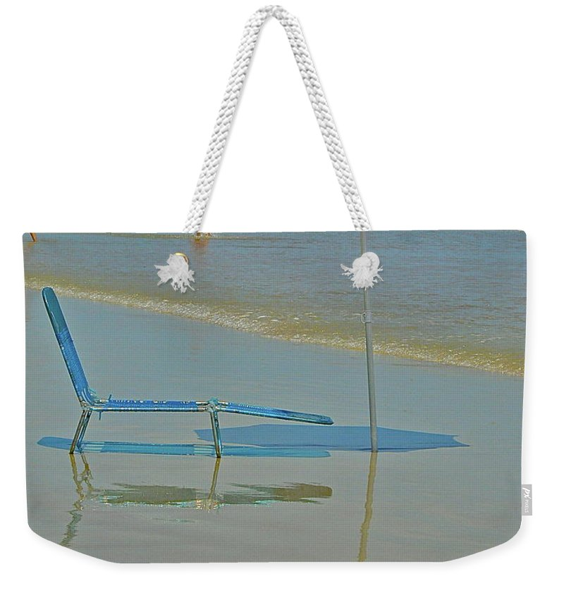 Beach Weekender Tote Bag featuring the photograph Looks Inviting by Diana Hatcher