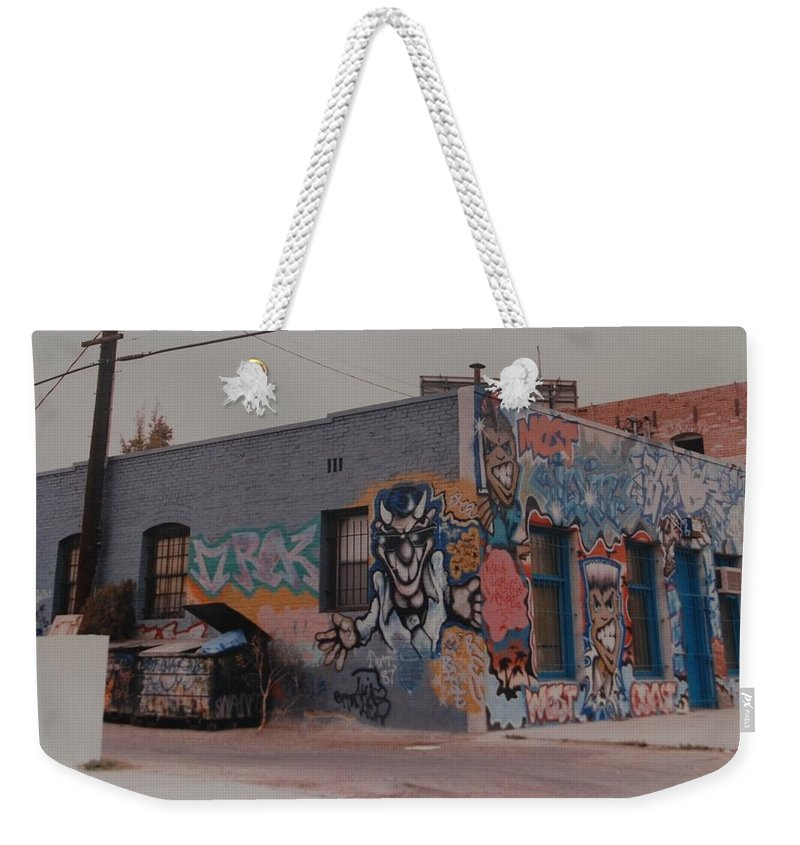 Urban Weekender Tote Bag featuring the photograph Los Angeles Urban Art by Rob Hans