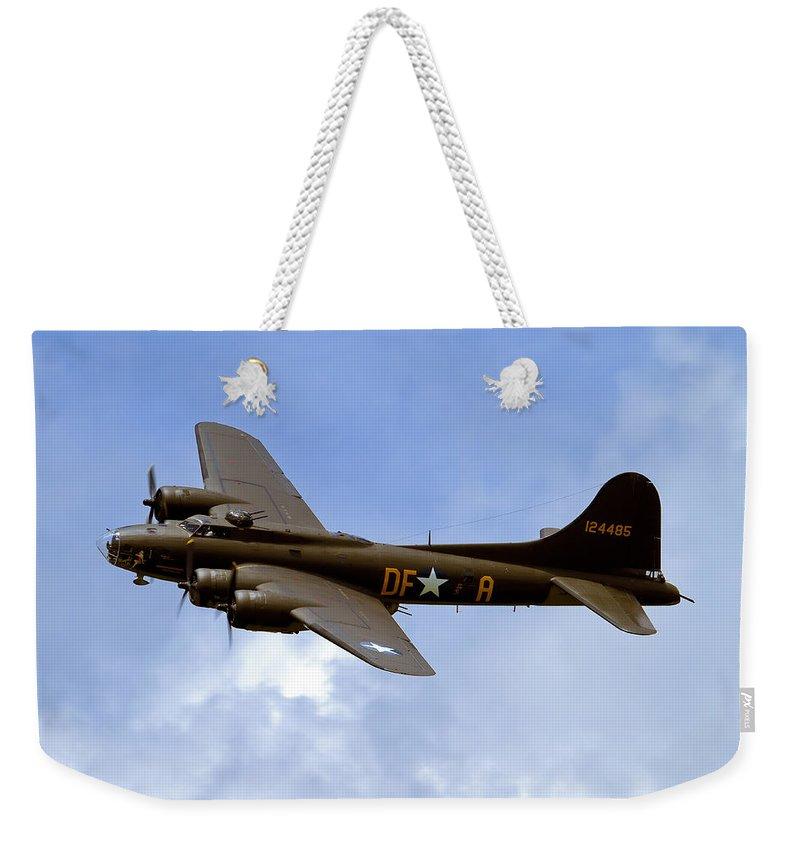 B-17 Weekender Tote Bag featuring the photograph Memphis Belle by Bill Lindsay