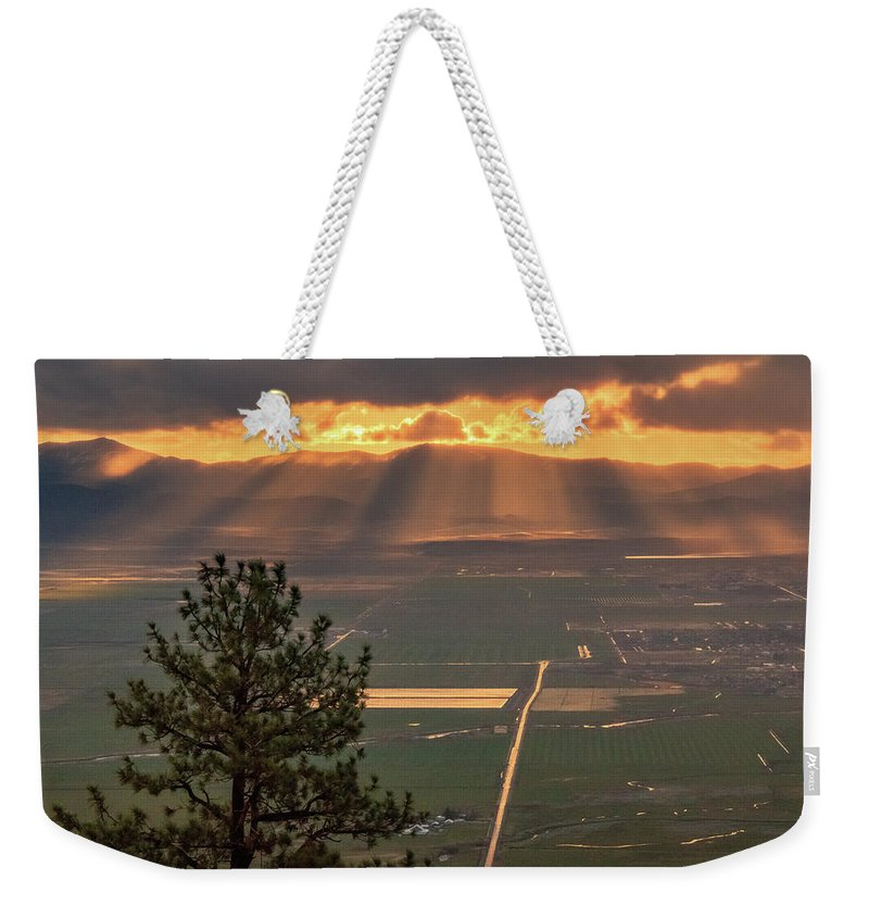 Sunrise Weekender Tote Bag featuring the photograph Morning Angel Lights Over The Valley by Mike Herron
