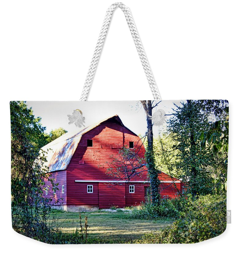 Barn Weekender Tote Bag featuring the photograph Mount Pleasant Road Barn by Cricket Hackmann