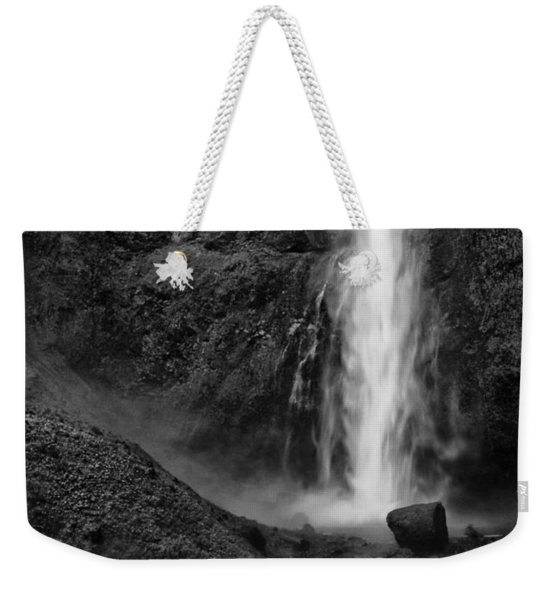 Black And White Weekender Tote Bag featuring the photograph Multnomah Falls In Black And White by Renee Hong