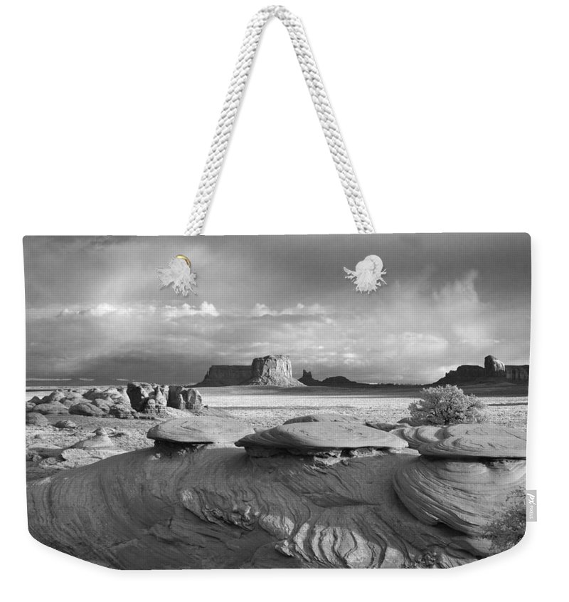 Monument Weekender Tote Bag featuring the photograph Mystery Valley Overlook Ir 0550 by Bob Neiman