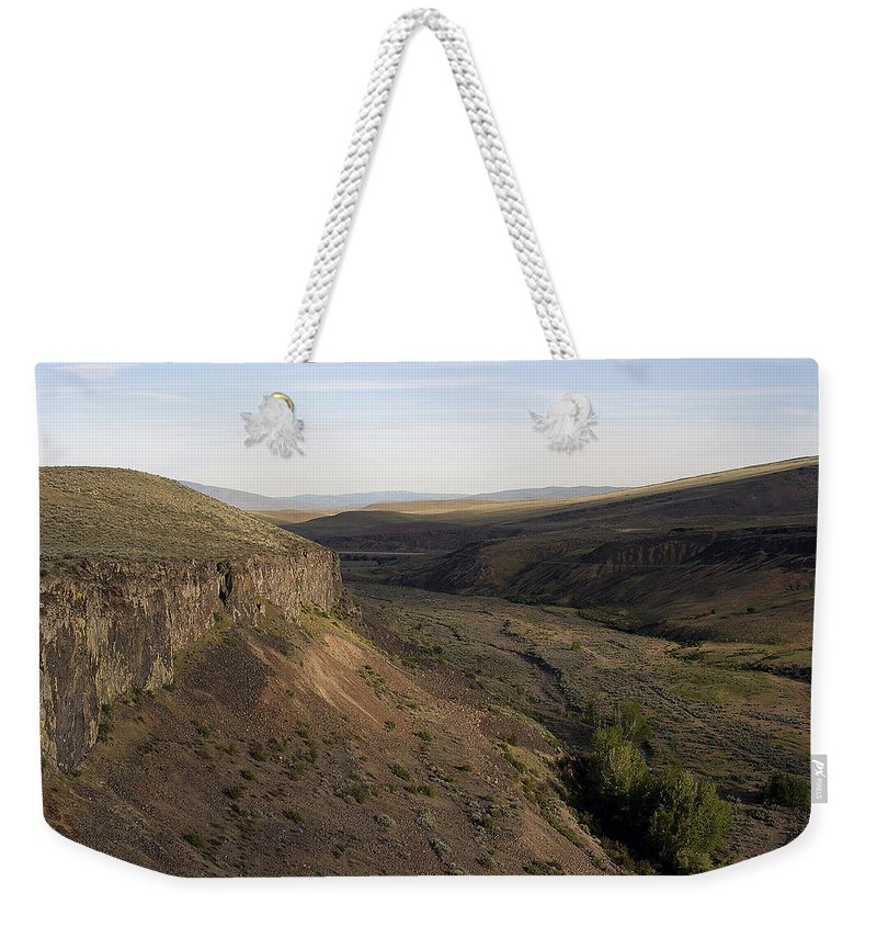 Yakima Weekender Tote Bag featuring the photograph Near Yakama - Washington by D'Arcy Evans