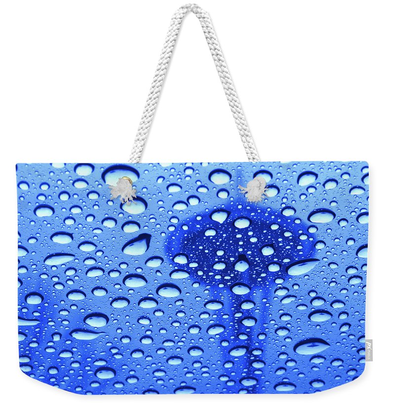 Seattle Weekender Tote Bag featuring the photograph Needle In Rain Drops H006 by Yoshiki Nakamura