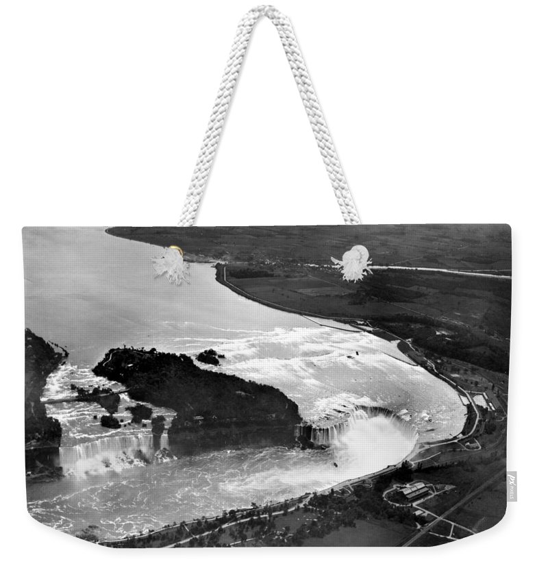 1922 Weekender Tote Bag featuring the photograph Niagara Falls, C1922 by Granger