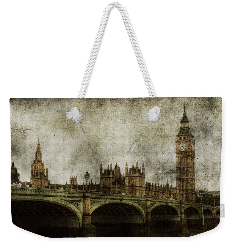 London Weekender Tote Bag featuring the photograph Noble Attributes by Andrew Paranavitana