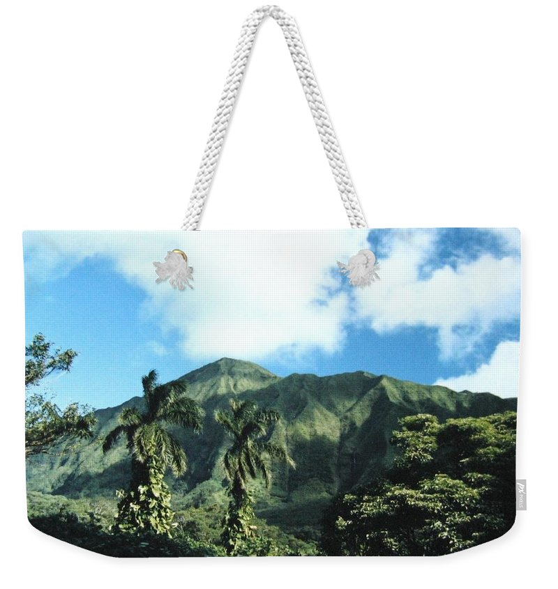1986 Weekender Tote Bag featuring the photograph Nuuanu Pali by Will Borden