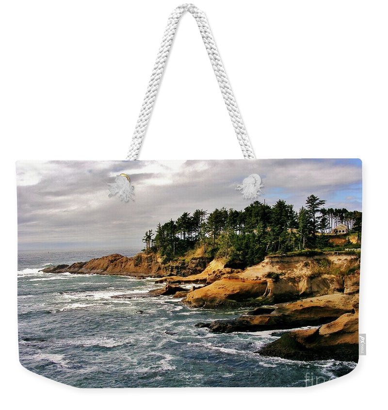 Pacific Coast Weekender Tote Bag featuring the photograph Oceanside - Depoe Bay by Marilyn Smith