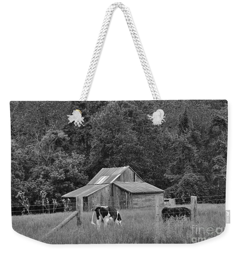Barn Weekender Tote Bag featuring the photograph Old Barn by Todd Hostetter