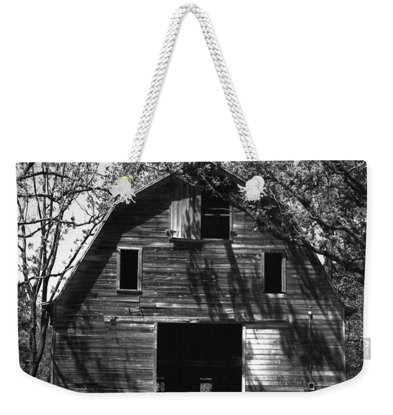 Barrns Weekender Tote Bag featuring the photograph Old Cedar Barn by Richard Rizzo