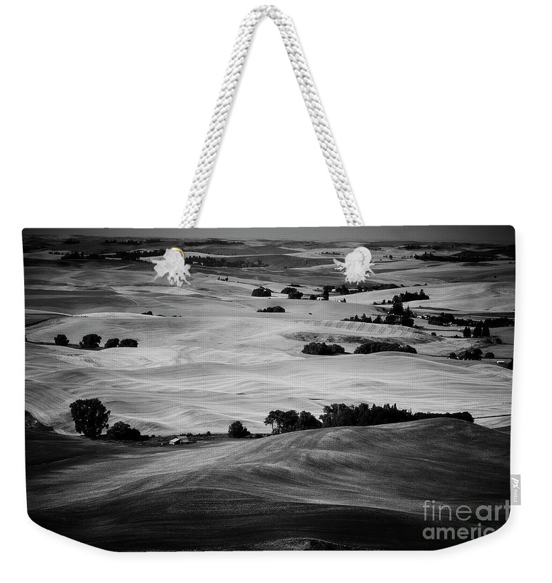 Palouse Weekender Tote Bag featuring the photograph Palouse #4 by Stanton Tubb