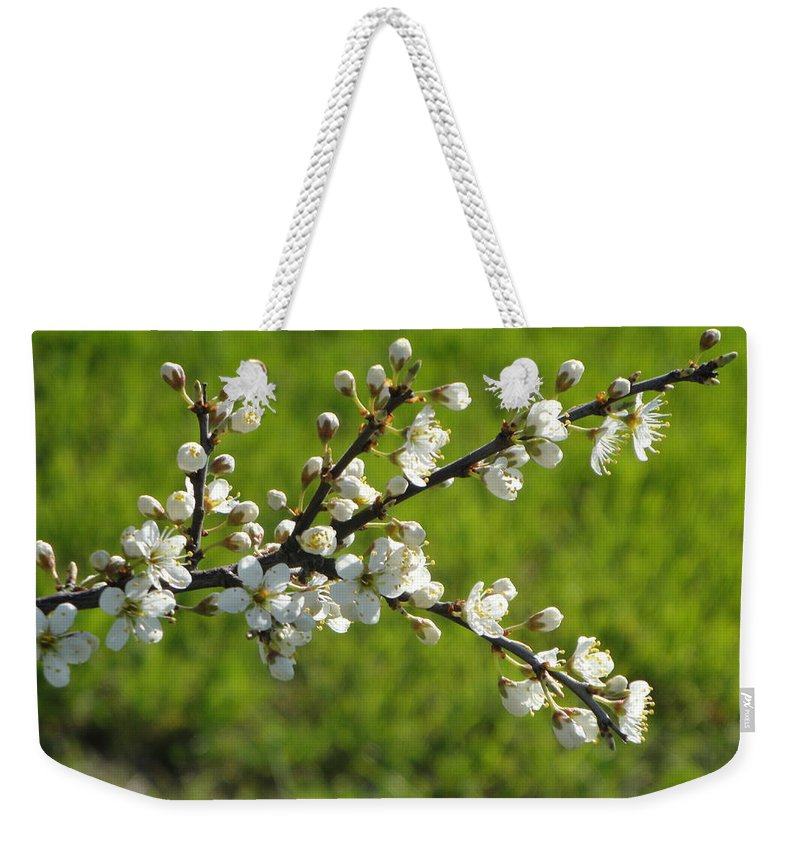 Flora Weekender Tote Bag featuring the photograph Pride Of The Hedgerow by Susan Baker